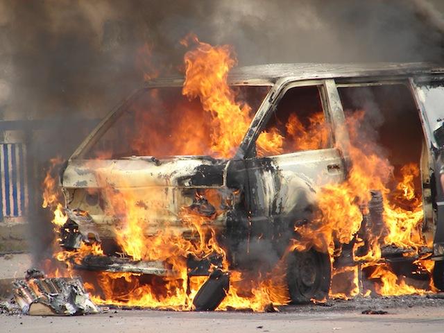 Auto_in_fiamme