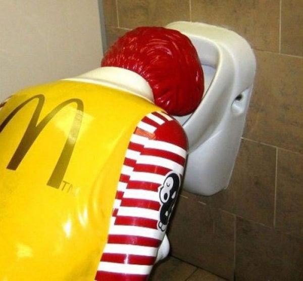 Difficult-Life-of-Ronald-McDonald-31-pics-1