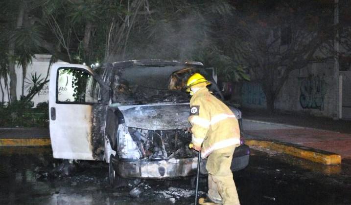 quema-frente-a-las-instalaciones-del-INM