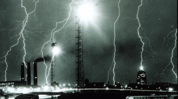 Lightning_storm_over_Boston_-_NOAA