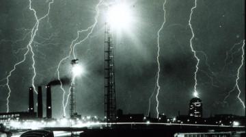 Lightning_storm_over_Boston_-_NOAA