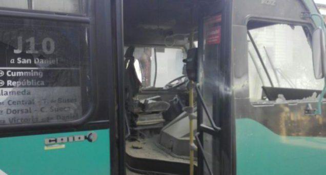 s-c-santiago-cile-incendiato-autobus-in-solidariet-1