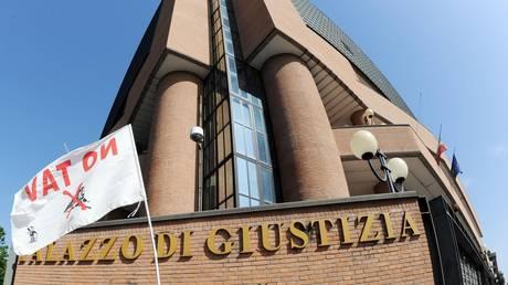 """Sentenza baita Clarea: """"Torino non è un luogo idoneo a tenere questi processi""""."""