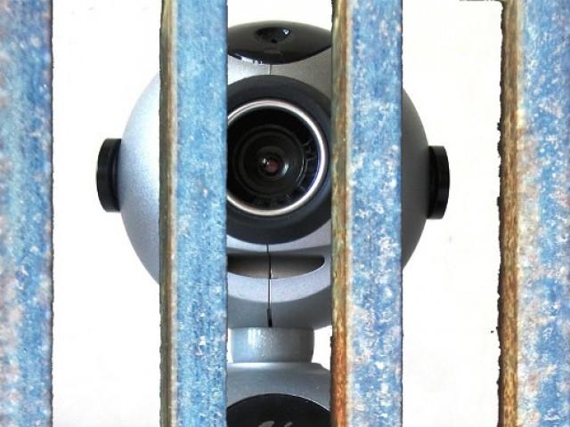 La prigione degli sguardi – Note sui processi in videoconferenza