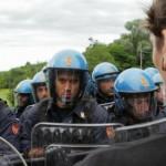Foto Andrea Negro / LaPresse                        30 07 2014 Arquata Scrivia  (AL)                   Scontri tra manifestanti No Tav Terzo Valico e forze dell'ordine durante gli espropri dei terreni a Gavi (AL)                 Nella foto: manifestanti No Tav e forze dell'ordine si fronteggiano a Gavi in zona Crenna