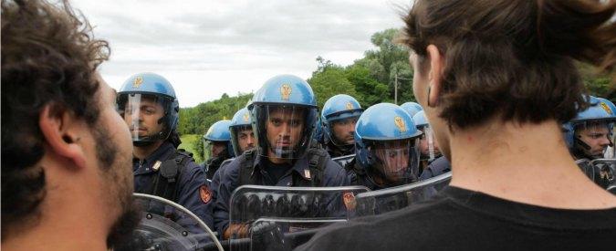 Polizia, chi denuncia paga. A Genova segnala rischio amianto trasferito sindacalista