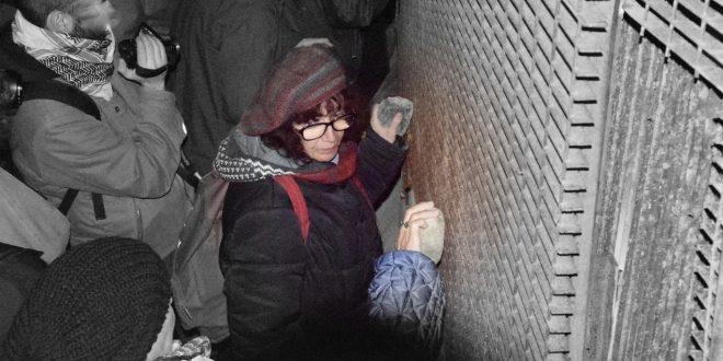 Notte d'evasione, di fuochi e lacrimogeni attorno al cantiere [VIDEO]